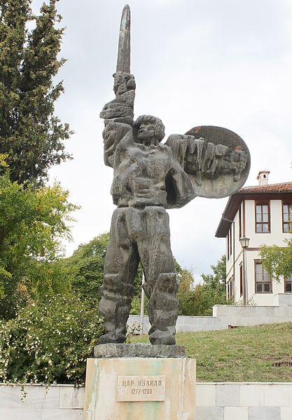 Паметник на цар Ивайло в център на Ивайловград; 2011 г.