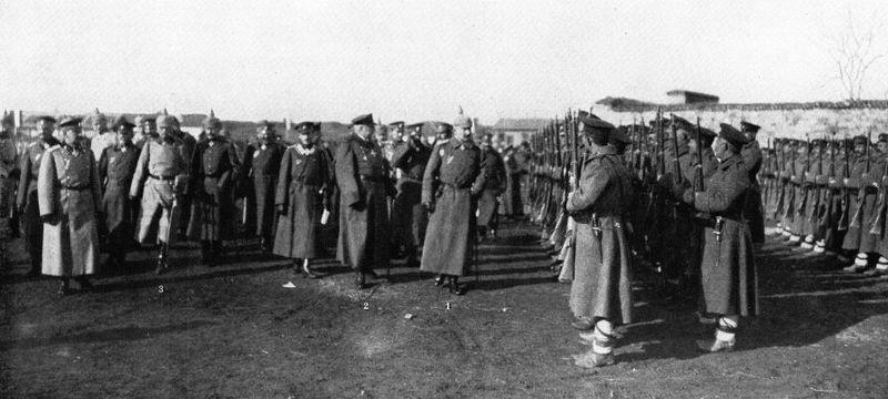 Цар Фердинанд (2), кайзер Вилхелм II (1) и фелдмаршал Август фон Макензен (3) на военен парад в Ниш, януари 1916 г.