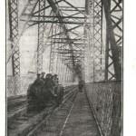 Български войници преминават по големия мост на Дунав при Черна вода